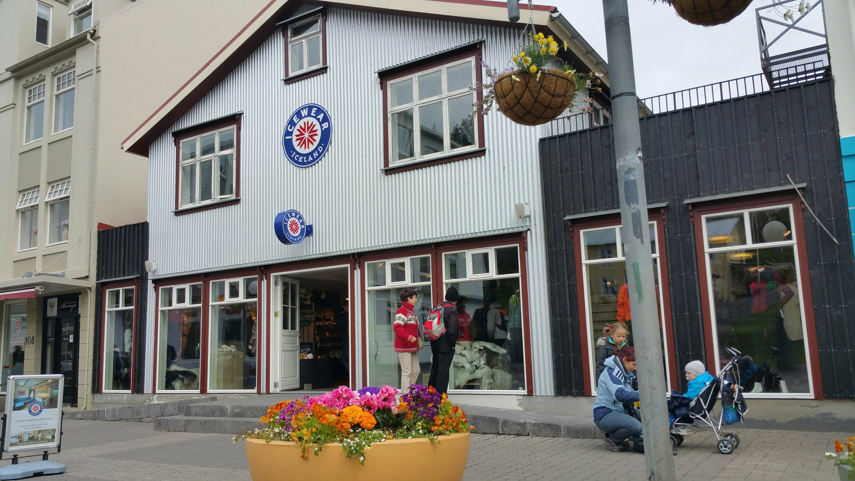 akureyri divorced singles Akureyri (iceland) 0800 1700 16/07/19 at sea-- our guests can be single, separated, divorced how do i connect with other singles going on holiday.